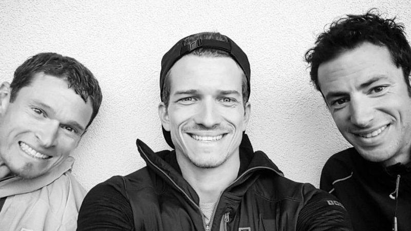 Mathieu Blanchard entouré de Max King et de Kilian Jornet