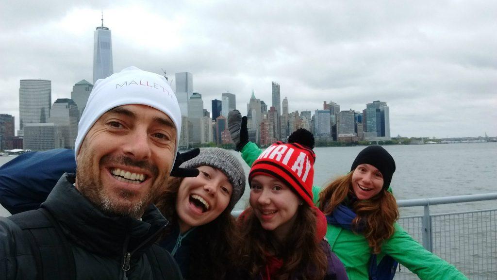 La famille de Marie-Christine Dion après leur participation à la course The North Face Endurance Challenge de New York, où leurs enfants ont été bénévoles