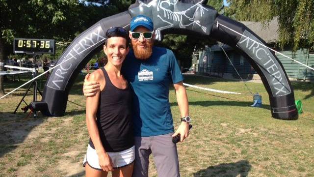 Anne Bouchard et l'athlète canadien Garry Robbins, organisateur de la Squamish 50 - Photo courtoisie