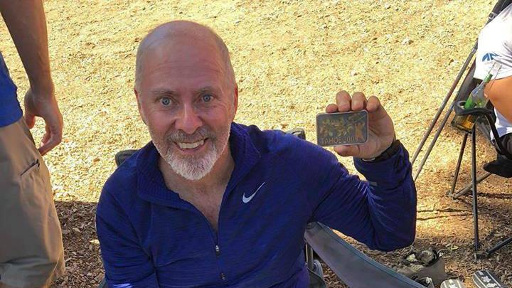 Guy Brouillette, fier de sa médaille après avoir terminé la Tahoe 200 - Photo courtoisie