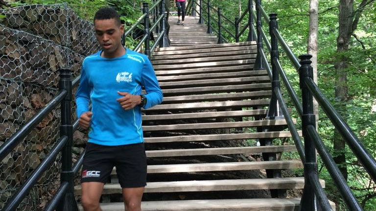 Mohamed El Morabity dans les escaliers de Mont-Royal - Photo Facebook