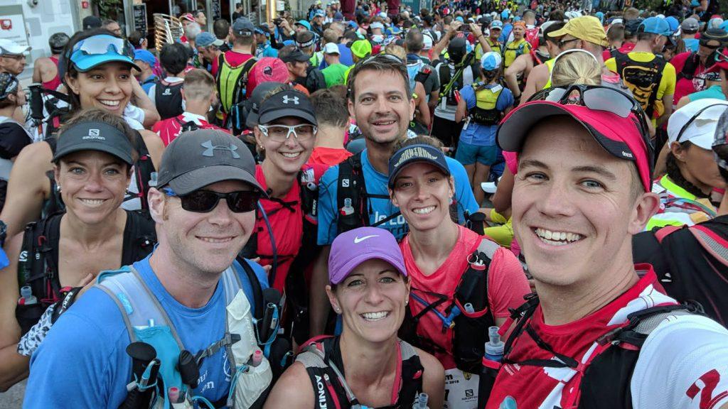 Judith Boilard (à gauche) et ses amis au départ du Marathon du Mont-Blanc - Photo : courtoisie