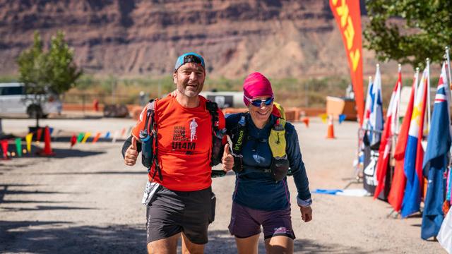 Emmanuelle Dudon accompagne son ami Daniel LeGresley au fil d'arrivée de la Moab 240 - Photo : courtoisie