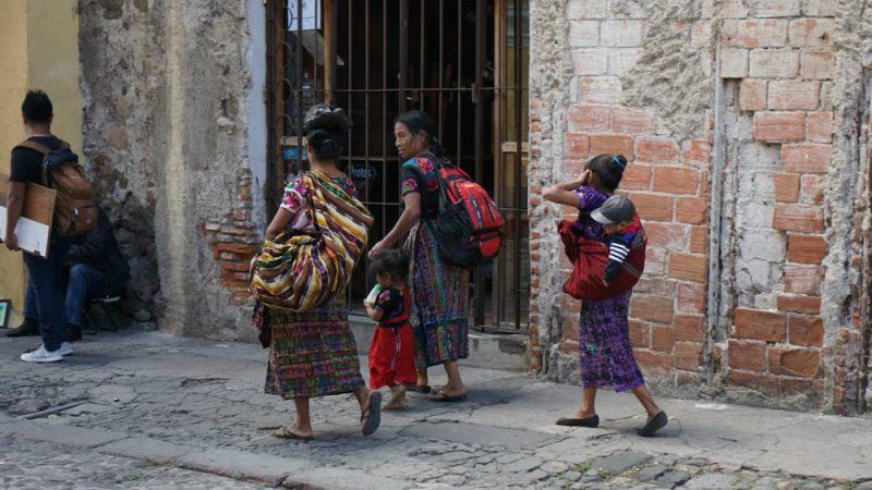 Des femmes dans les rues d'Antigua