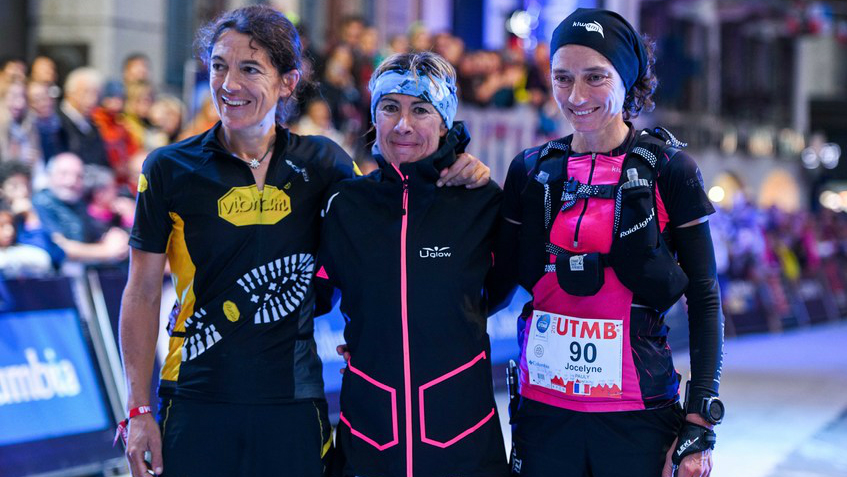 Francesca Canepa entourée de Uxue Fraile et Jocelyne Pauly - Photo : Pascal Tournaire UTMB