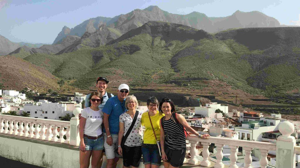 La bande à Josée Prévost et Frédérick Viens lors de leur séjour aux Canaries - Photo : courtoisie