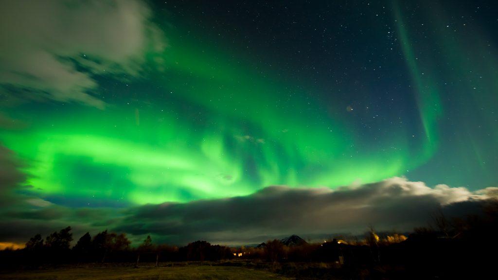 L'Islande est un des meilleurs endroits de la planète pour observer les aurores boréales. Ce spectacle peutêtre vu en de septembre à mi-avril et c'est l'une des meilleures raisons pour visiter l'Islande en dehors des mois achalandés de l'été. Photo: Christian Dionne