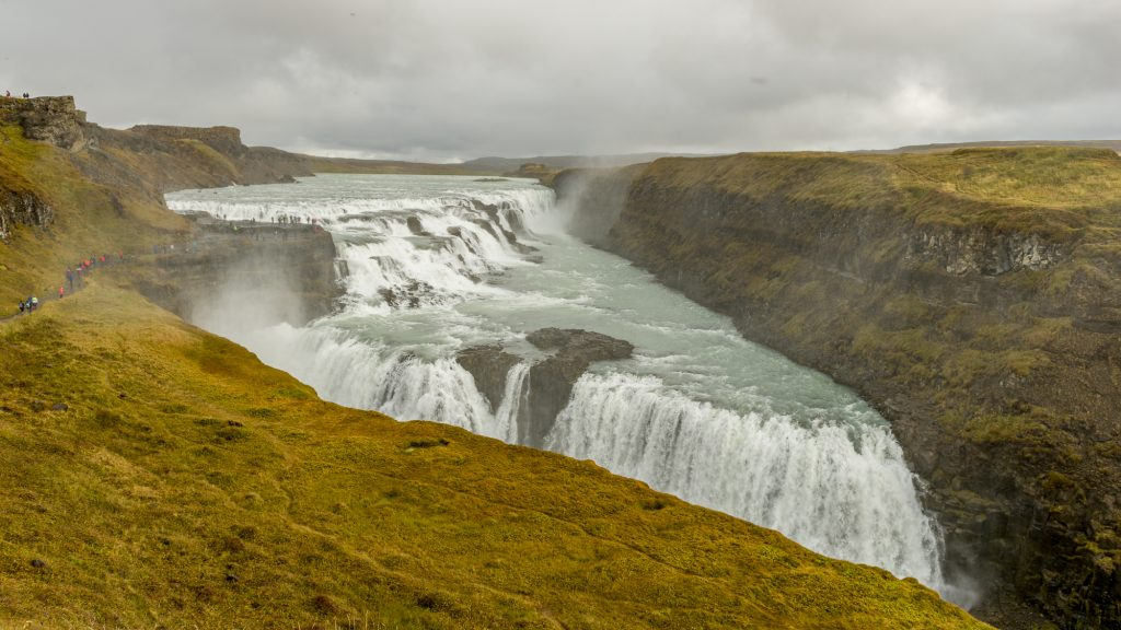 D'une hauteur de 32 mètres et d'une largeur de 70 mètres, Gullfoss, qui signifie lachute d'or en Islandais, est une succession de deux chutes d'eau situées sur la rivière Hvítá. Elle se trouve à quelques kilomètres du site de Geysir et forme avec celui-ci le parc national de Thingvellir, le «Cercle d'or», un circuit touristique très populaire. Photo: Christian Dionne