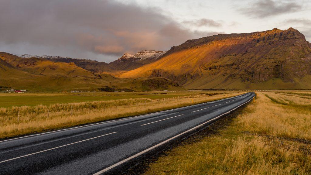 Paysage du sud du pays sur la route 1 qui est la principale route d'Islande, d'une longueur de 1340 kilomètres. Elle fait le tour de l'île.Photo: Christian Dionne