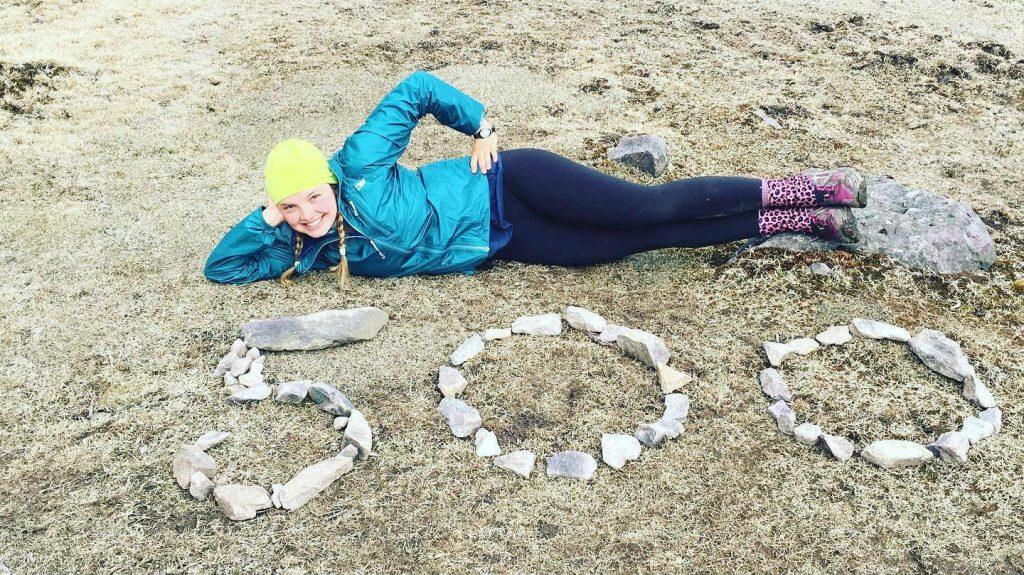 Charlotte célébrant son 500e miles parcouru depuis son départ sur le sentier des Appalaches - Photo : Charlotte Huebner