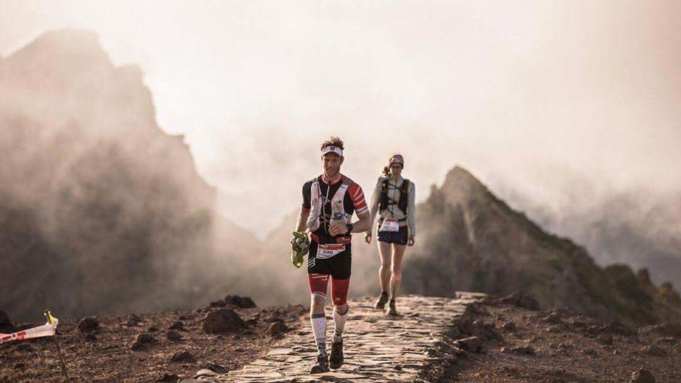 Le coureur québécois Vincent Houle au premier plan et Émilie Dalibert au second, lors de l'Ultra-Trail de l'île de Madère (MIUT_ - Photo : Alexis Berg