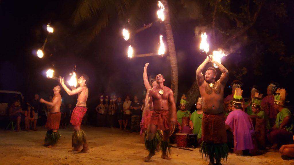Avant le départ de la course, les coureurs ont eu le droit à une danse de guerriers maori - Photo: Mathieu Blanchard