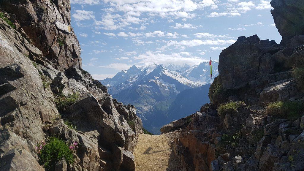 Sarah Verguet Moniz, même en tête de la course, a pris des photos du paysage alpin - Photo : Sarah Verguet Moniz