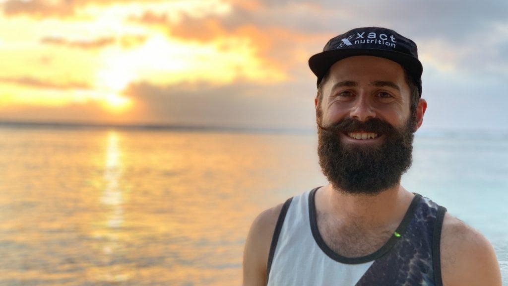 Jean-François Cauchon lors de ses dernières heures de repos sur la plage avant de prendre le départ de la Diagonale des fous 2019 - Photo: Nicolas Fréret