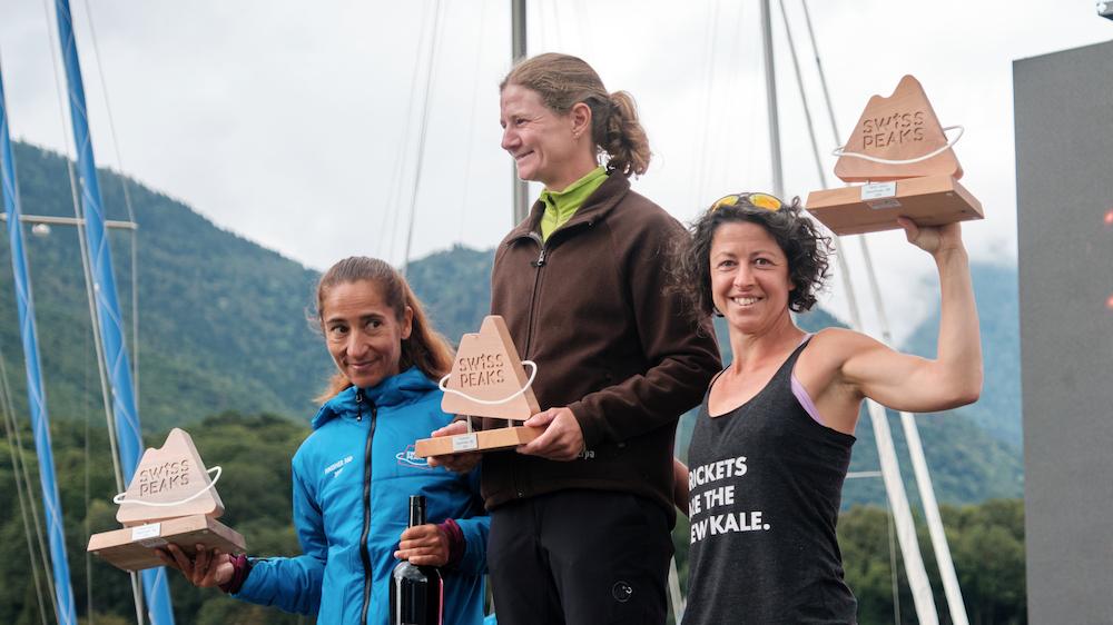Le podium féminin de la SwissPeak 360, où Hélène Dumais a pris la 3e marche - Photo : SwissPeak