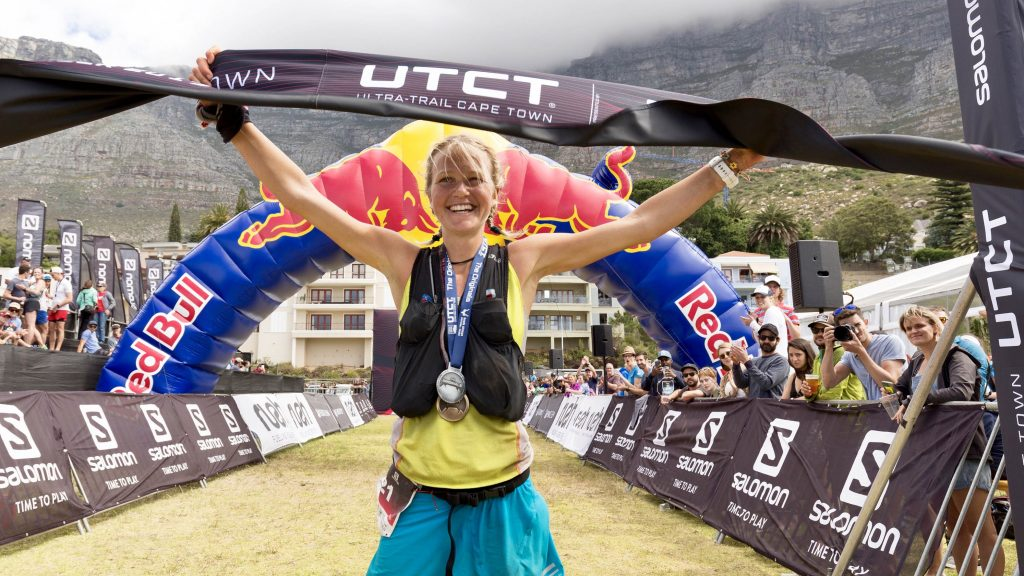 Lucy Bartholomew lors de sa victoire sur l'UTCH 2017 - Photo : Ultra-Trail Cape-Town