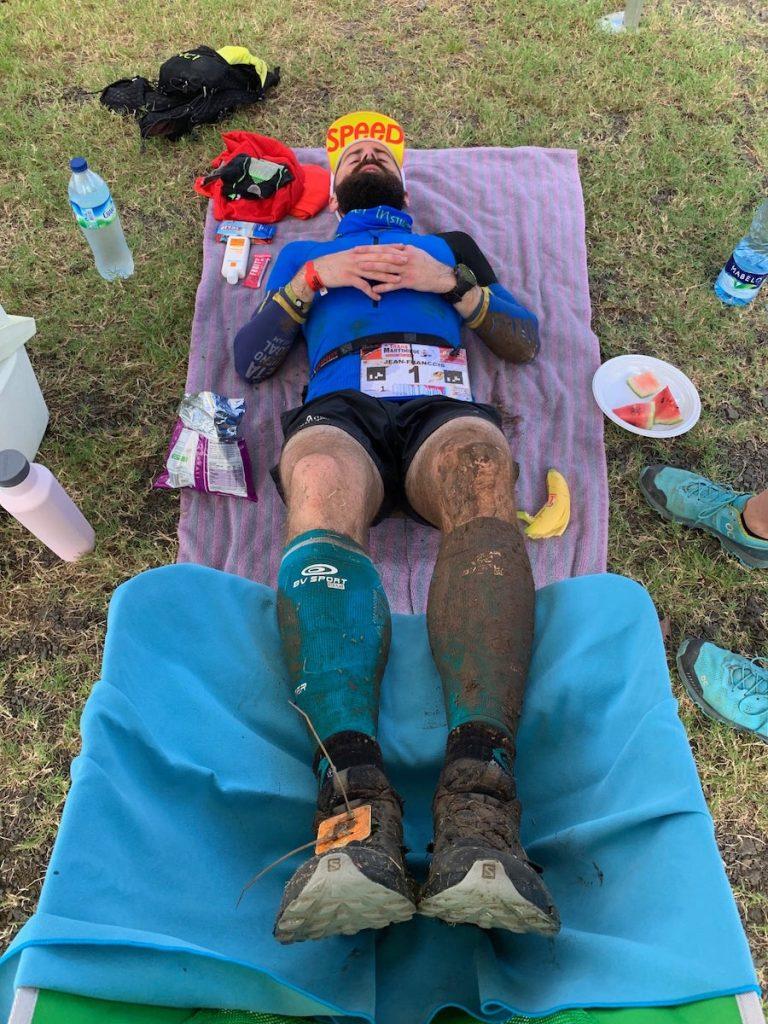 Jean-François s'est octroyé une micro-sieste durant la TransMartinique - Photo :