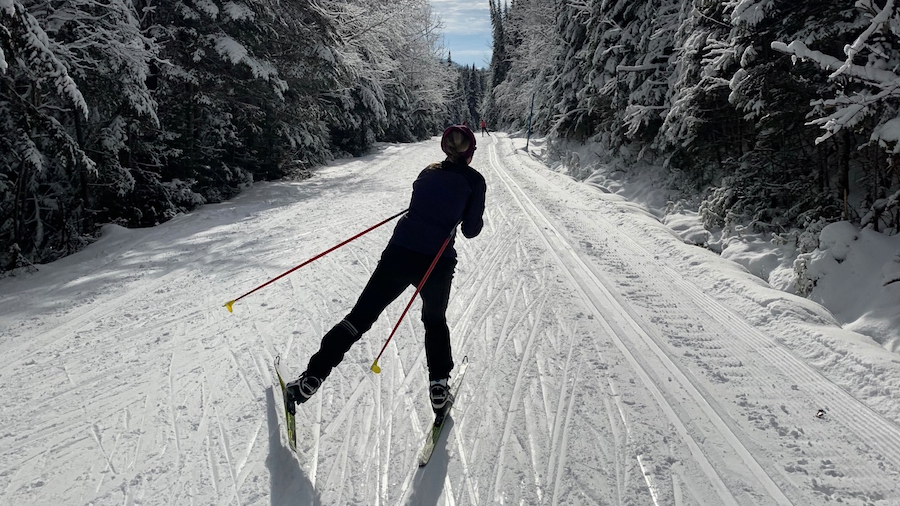 Le ski permet de profiter des joies de l'hiver - Photo : courtoisie