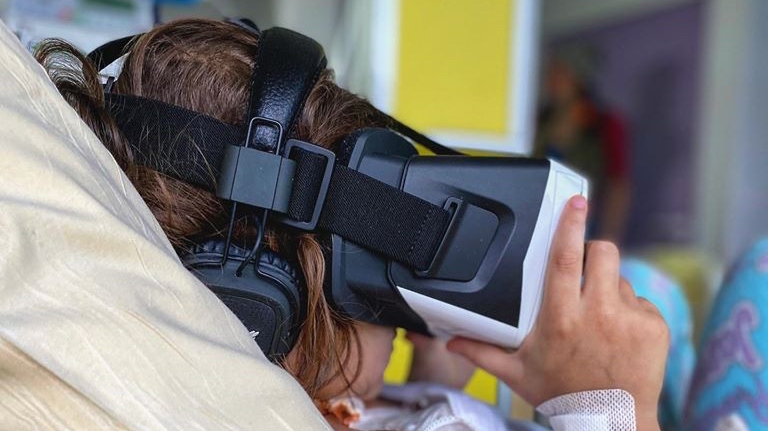 realite virtuelle baskets aux pieds
