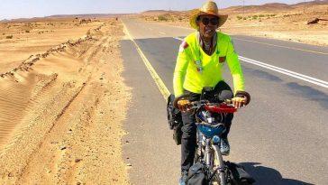 Karim Mosta sur son vélo entre Casa et La Mecque