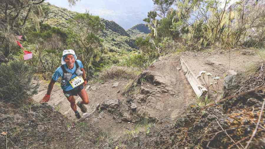 Antoine Guillon dans la montée du Maïdo sur la Diagonale des fous 2016