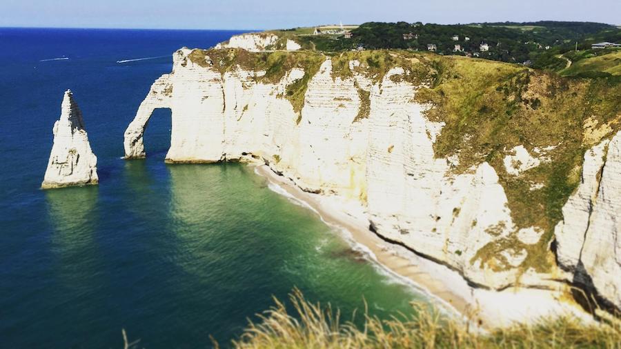 Les falaises d'Étretat, un lieu incontournable en Normandie