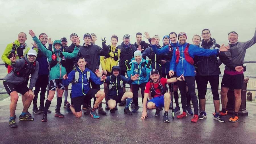 Les participants du RUMT 2020 au belvédère de la côte Sainte-Catherine à Rouen, sous la pluie