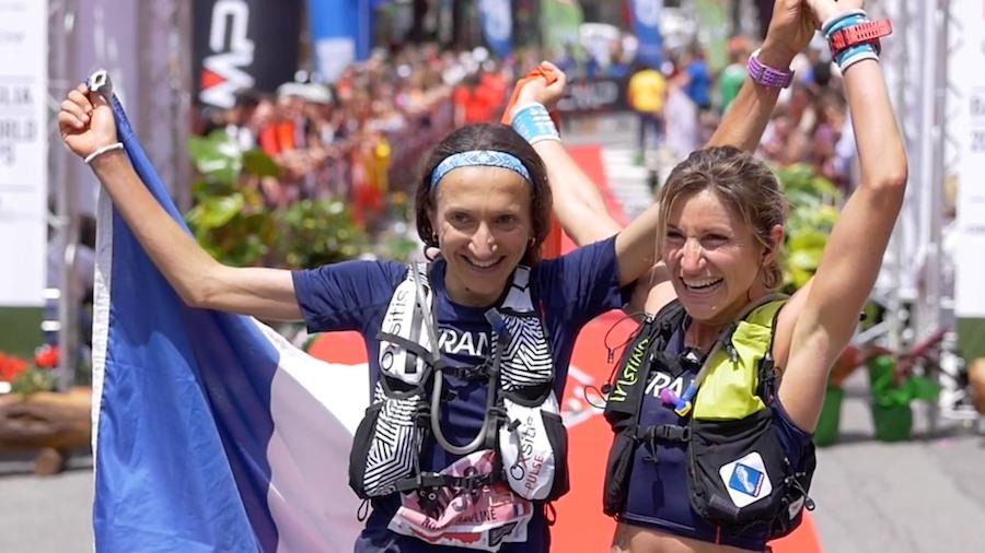 Adeline Roche lors de sa victoire aux championnats du monde de trail 2017 devant sa compatriote Amandine Ferrato