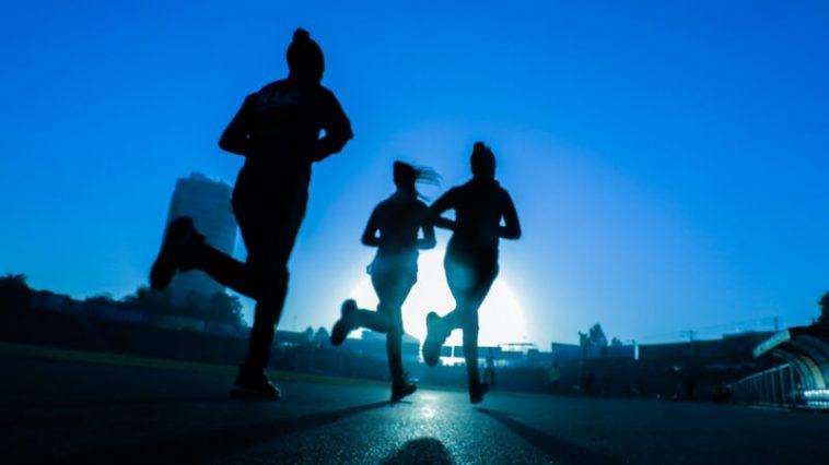 coureurs à l'aube