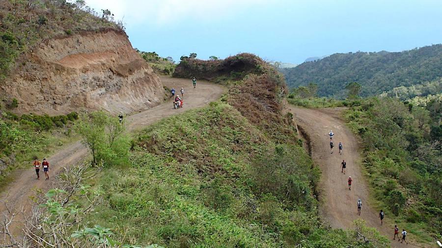 Route de la plaine d'Affouches, sur les hauteurs de Saint-Denis, empruntée par les coureurs du D-Tour