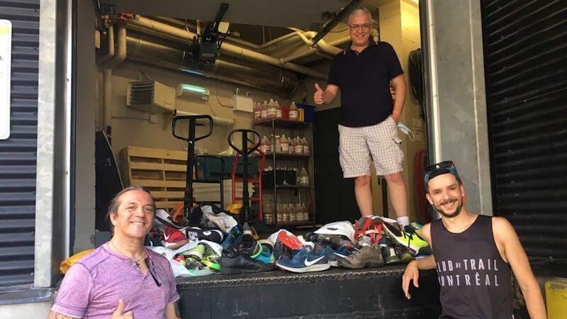 Alexandre Koch, à droite, lors d'une remise de chaussures